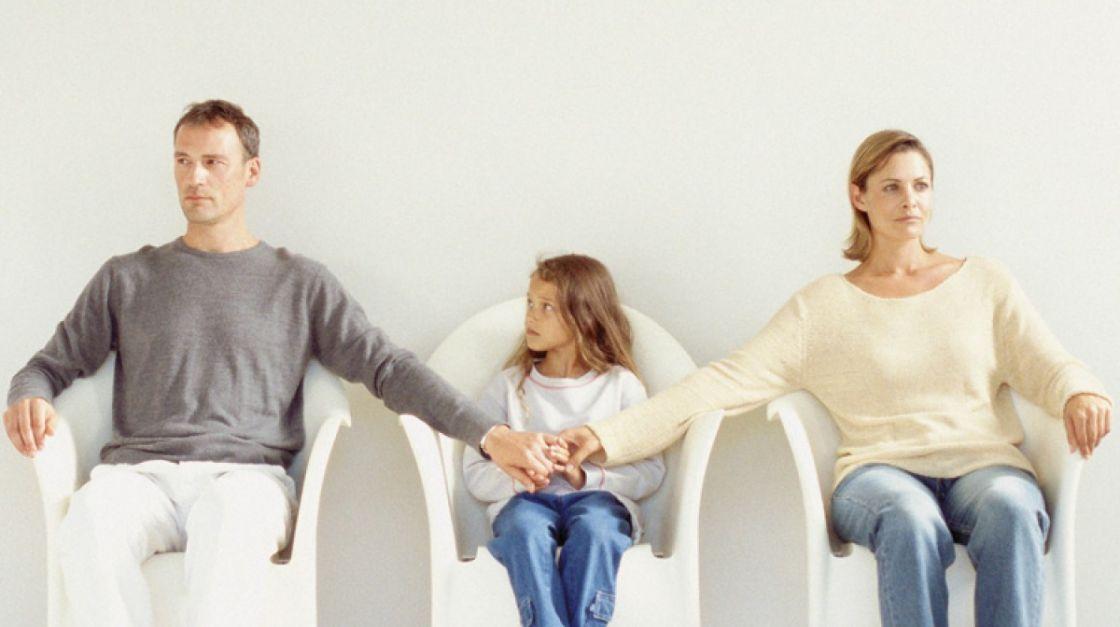 para que um casal possa recorrer a um divórcio extrajudicial, não é permitido a existência de filhos menores de 18 e incapazes