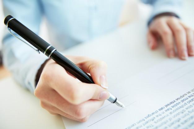 quando uma das partes não pode comparecer na data da assinatura, é possível realizar uma assinatura por meio de uma procuração pública