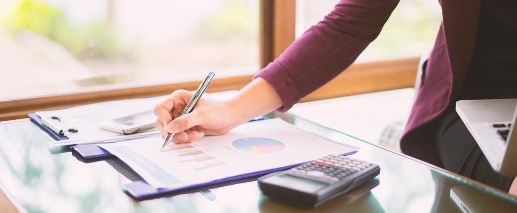 não existe um valor de pensão pré-estabelecido, e o cálculo varia de acordo com as necessidades do menor e condições do alimentante